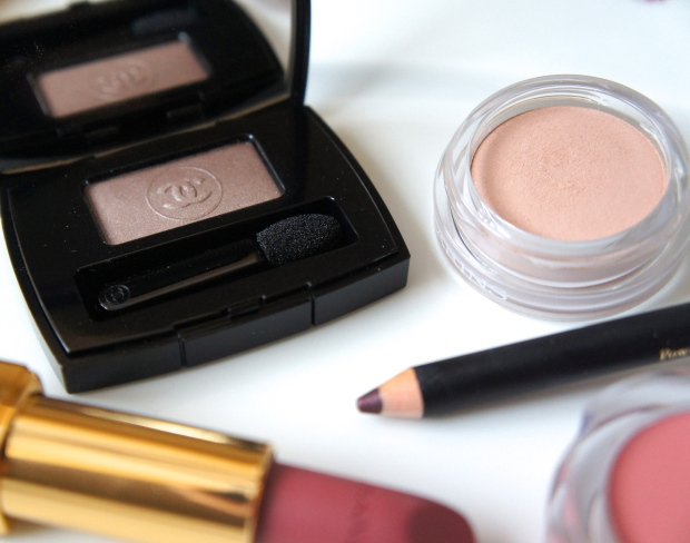 Chanel eyeshadow single in Safari; Clarins Ombre Matte shadow in Nude Pink; Elizabeth Arden Smoky Eye Pencil in Mulberry; Fusion Beauty cream blush in haute; Chanel RAV in La Caline.